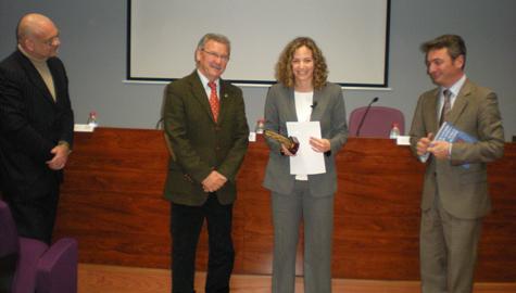 La profesora de la UCA Ana Carbonell recibe el XV Premio de Investigación del COLEF de Andalucía